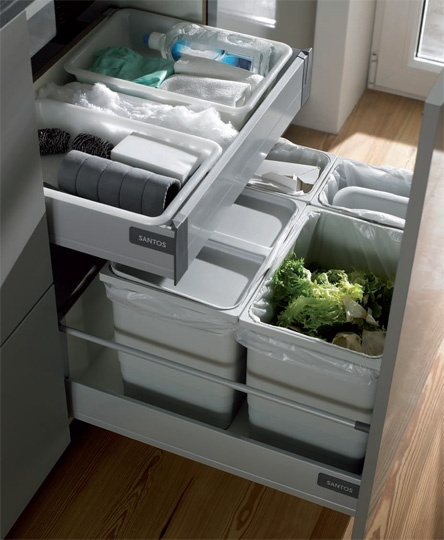 SANTOS kitchen | Making the most of every little space. It is in small kitchens is where organisational solutions are most appreciated. The sink unit equipped with an inner drawer manages to make the most of the minimum space: four waste bins and the cleaning utensils in just 60 cm.