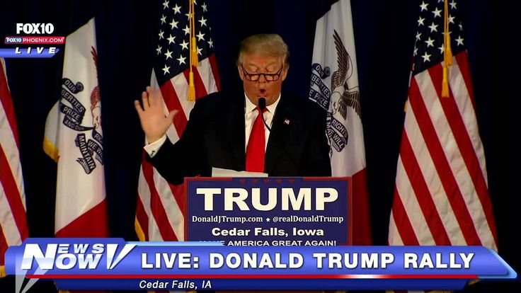 "Donald Trump reads ""Snake"" poem to a crowd of supporters in Cedar Falls Iowa on January 12, 2016."