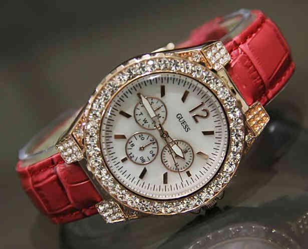 GUESS (Code: 4OS143; @180.000). Red Gold Diamond. Jam Tangan Wanita Analog. Mesin Batere. Membuat penampilan SIZTA semakin ekslusif, fashionable & berkelas. SMS: 08531 784 7777 PIN: 331E1C6F www.butikfashionmurah.com