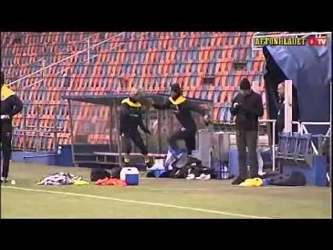 FOOTBALL -  Zlatan Ibrahimovic frappe Christian Wilhelmsson - http://lefootball.fr/zlatan-ibrahimovic-frappe-christian-wilhelmsson/