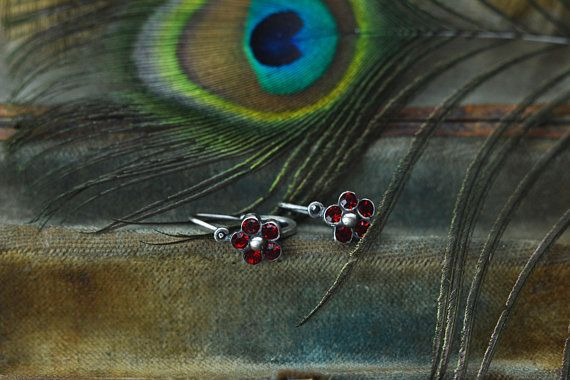 This is a cute sterling silver antique garnet flower earring. Antique style front closure. Makers mark: unsigned (tested and guaranteed silver), but similar ones usually have antique hallmark used from 1860 to 1930. Antique market find. These types of earrings with front closure and