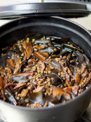 ストウブオーブン煮で実山椒たっぷりの椎茸昆布 by manngo   レシピ ... 沸騰したら灰汁とりシートを被せて蓋をしてオーブンに1時間入れ 冷めるまで放置する