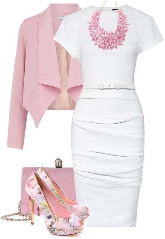 Tubino bianco e accessori rosa - Gli abiti a tubino sono croce e delizia delle donne moderne, ecco come rendere più bon ton e romantico un look da giorno con un modello in total white. Abbinate al vostro vestito bianco un bolero o una giacca rosa e completate l'outfit con borsa in coordinato, bijoux rosa confetto e dècolletès con stampa floreale. Sarete fashion e raffinate.