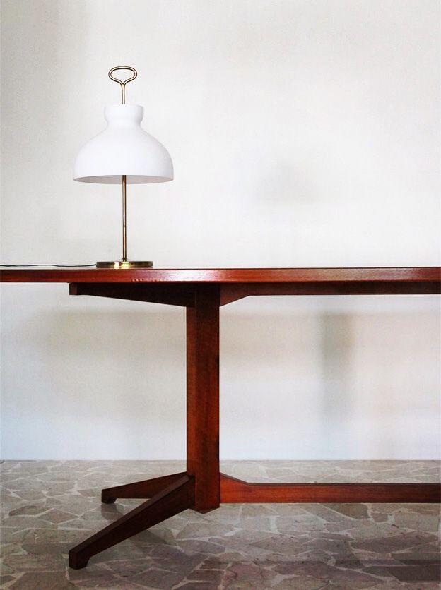 Italian table lamp model Arenzano designed by Ignazio Gardella for Azucena in 1956 - Lampada da tavolo Arenzano con montatura in ottone e campana in vetro pressato, disegnata da Ignazio Gardella per Azucena nel 1956 - www.capperidicasa.com