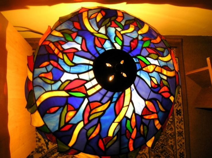 Tiffany ólomüveg lámpa Budapesten - Tiffany stained glass lamp in Budapest, hungary