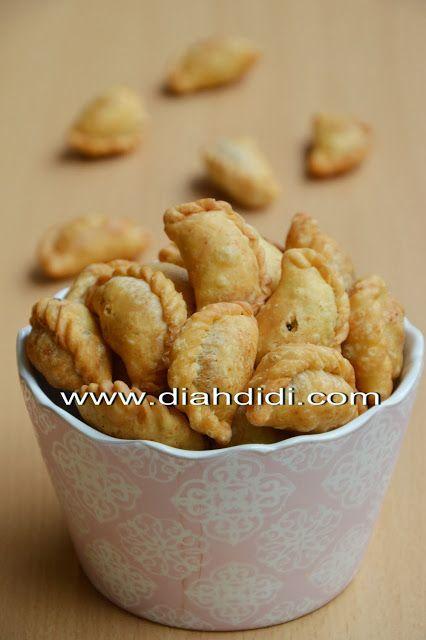 Diah Didi's Kitchen: Pastel Kering Renyah