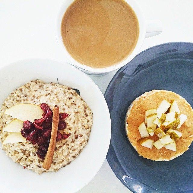 Frukosttips  Havregrynsgröt med kanel, chiafrön och linfrön. Toppad med äppelskivor och tranbär. Riskaka med osaltad jordnötssmör och päronkonfetti. *Tvist: vill du ha mer sötma, ringla lite honung över gröten. Riskakan funkar lika bra som snask om du är sugen på något gott men försöker hålla dig borta från onyttigheter.  Breakfast Tips  Oatmeal with cinnamon, chia seeds and flaxseed. Topped with sliced apple and cranberry. Rice cake with unsalted peanut butter and pear confetti.  #frukost…