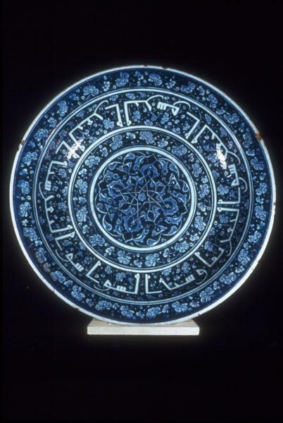 Art, Islamic Iznik pottery -- 16th century -- Turkey Plates (Tableware)