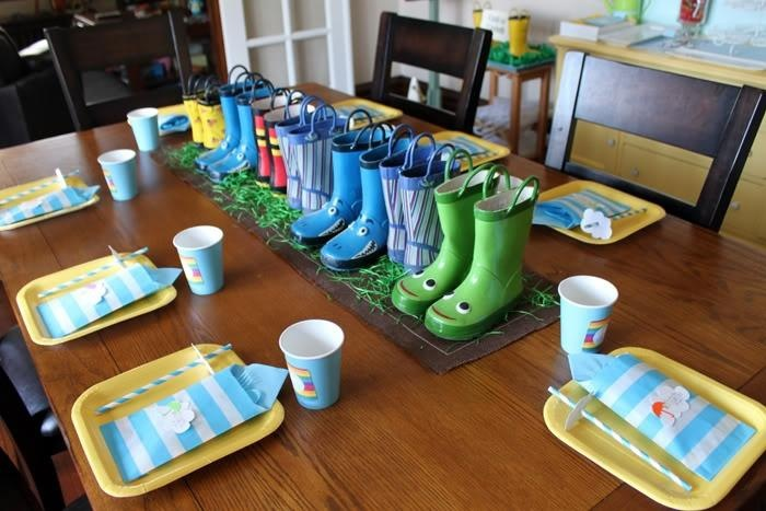 ideas para la decoración de una fiesta Peppa Pig: Peppa Pigs, Ideas For, Kids Parties, Rain Boots, Pigs Ideas, Birthday Parties, Parties Ideas, April Showers, Rain Parties