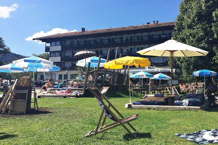 Baden und Entspannen am Tegernsee im Leda & Schwan. Mehr Infos zur coolen Beach Bar gibt es hier auf dem Mamablog Cappu Mum.