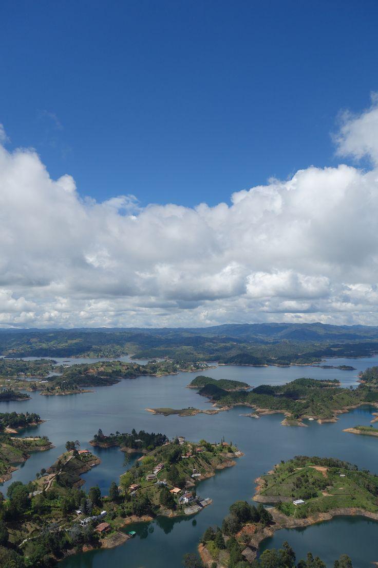 Guatape en Colombie. Il paraît que c'est la plus belle vue du monde. Pas sûre, mais en tout cas, c'est définitivement dans le top des plus belles vues.