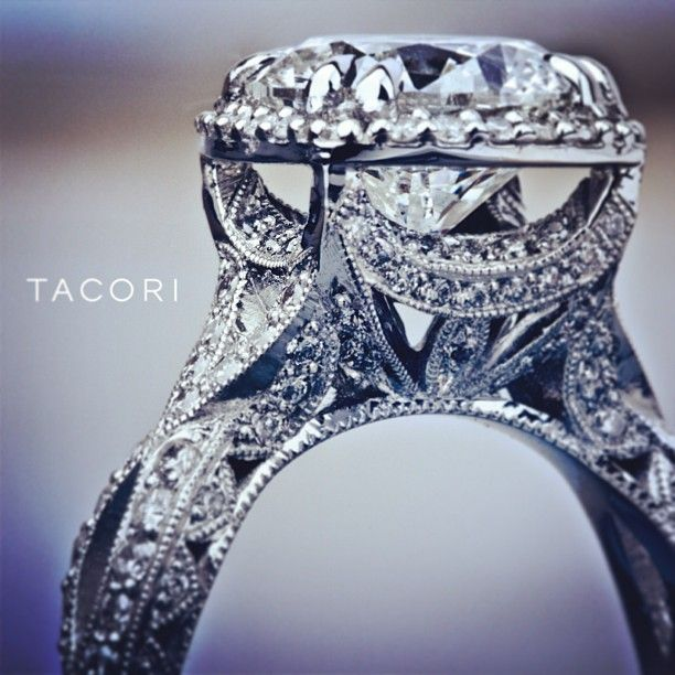 Amazing Tacori Diamond Engagement ring (style no. HT2606RD10). Via Diamonds in the Library.