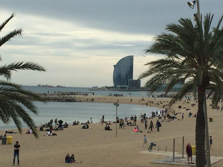 Vista de la platja i l'hotel Vela