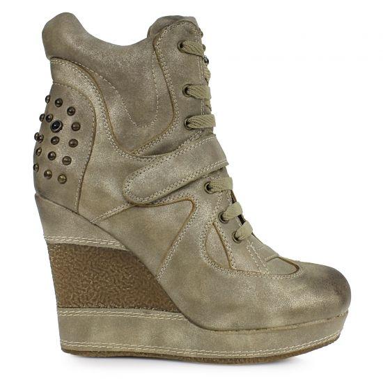 Μποτάκια με πλατφόρμα από το www.inshoes.gr [Ankle boots with a platform by www.inshoes.gr]