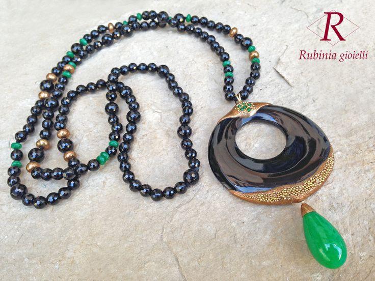 Onice e agata verde, per una collana originale e di carattere.  www.rubinia.com
