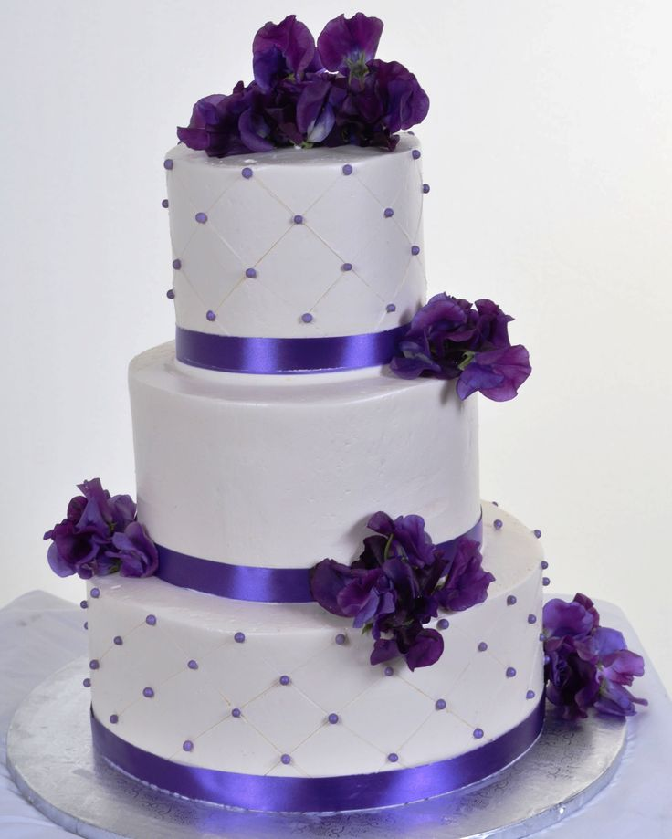 purple wedding cake images purple wedding cakes there are two options the most 18918