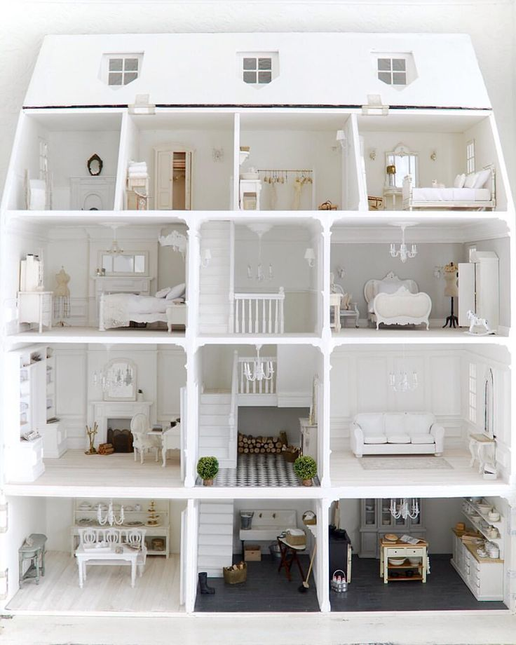 I've never really shared a picture of this whole dolls house that I made here on IG I think... I will have a while chapter in my book about this dolls house with lots of detailed pictures... Still working on the book and hopefully publish at the end of this year... Happy Thursday lovelies! look for now under #whiteandfadeddollshouse for more pictures