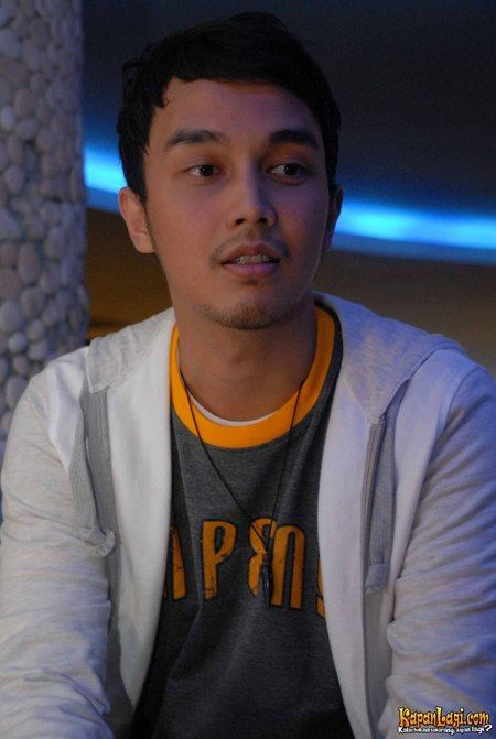 Remember Rizky? The overprotective cousin and mentor of Gitta? If he's real, Dimas Aditya will be him... :3