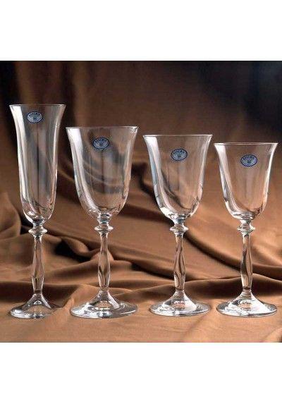 Cristalería lisa de 49 piezas de copas grandes. Realizado en cristal soplado de bohemia, realizado en una sola pieza. Todas las piezas llevan el certificado de autenticidad.  Contiene:  -1 Jarra -12 copas de Agua -12 copas de vino tinto -12 copas de vino blanco -12 copas de cava.   Distinga su mesa con este fino cristal soplado de Bohemia, de diseño actual y disfrute de sus reuniones con la elegante cristalería de prestigio y calidad, es artesanal y tallada a mano.  Puede ser el regalo…