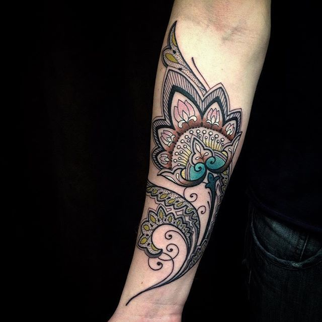 Flor de Lotus ! Obrigado @andremartinspereira e @luanarochelly q atravessaram o país para fazer este trabalho comigo , muito feliz com o resultado . #ornaments #lotus #fun #tattooyoubrasil #world #tattoo #love my work