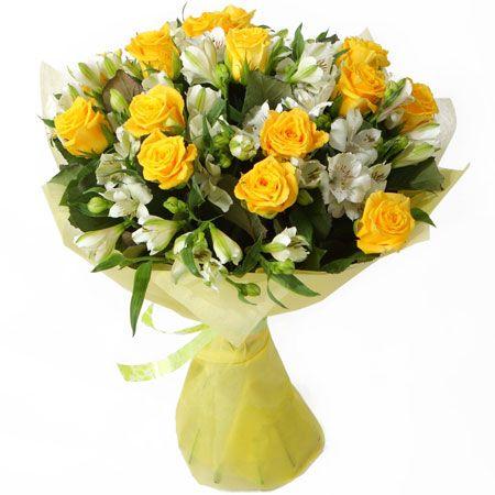 АККОРД.  Этот чудесный букет рождает приятные мысли о теплом лете, ласковом солнце и красоте. Ярко жёлтые розы в окружении нежной, белоснежной альстромерии, трогательный и яркий образ, который достойно отразит атмосферу любого праздничного события. Упаковка: цветной фетр.