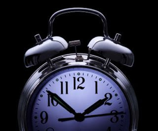 """Apakah sobat hanhan sering begadang....? mungkin sebagian besar akan menjawabnya dengan kata """"YA"""". Memang tidak dapat dipungkiri begadang mungkin sudah merupakan kebiasaan atau bahkan menjadi rutinitas yang banyak dilakukan kalangan anak muda maupun orang tua mungkin bagi sebagian orang kebiasaan begadang sudah merupakan rutinitas mencari nafkah di malam hari tapi banyak juga dari kalangan anak muda melakukan rutinitas begadang dan menjadikannya sebagai sebuah kebiasaan yg sulit ditinggalkan…"""