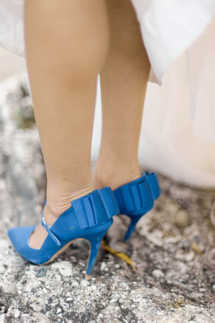 Blue bridal shoes | Photography: Emily Steffen Photography - emilysteffen.com | Intimate Autumn Wedding With Rustic Details #autumnwedding #yellowwedding