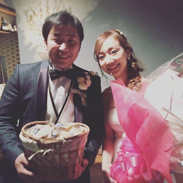 """【lime_shinsaibashi】さんのInstagramをピンしています。 《""""本日2次会のお客様🎂💕"""" ・ ・ ・ こんばんは♪  2/12に2次会をご利用頂いたご夫妻の笑顔を撮らせて頂きました📸💓 最後のサプライズでは新郎様から新婦様へ大きな花束が💐✨✨ お2人様の優しさが滲み出ていた2次会でした💕💕 感動的な2次会をありがとうございました☆ ・ ・ ・ ♡  当店心斎橋ライムでは貸切フロアにて結婚式2次会のご予約を承っております。  お気軽に1度お問い合わせください◡̈✩*⋆ #心斎橋lime#aquarium#アクアリウム#dining#ダイニング#restaurant#レストラン#水槽#熱帯魚#resort#貸切#ウエディング#wedding#party#2次会#ドレス#dress#ニュービンテージウエディング#blancchouette#follow#instagood#l4l#f4l》"""