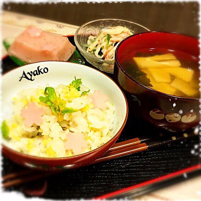 今日は、和食です(*^^*) 春らしい3色ご飯(菜の花、炒り卵、ハム)にしてみました - 126件のもぐもぐ - 菜の花ご飯、筍とわかめのお味噌汁、さくら豆腐、大根のサラダ by ayako1015