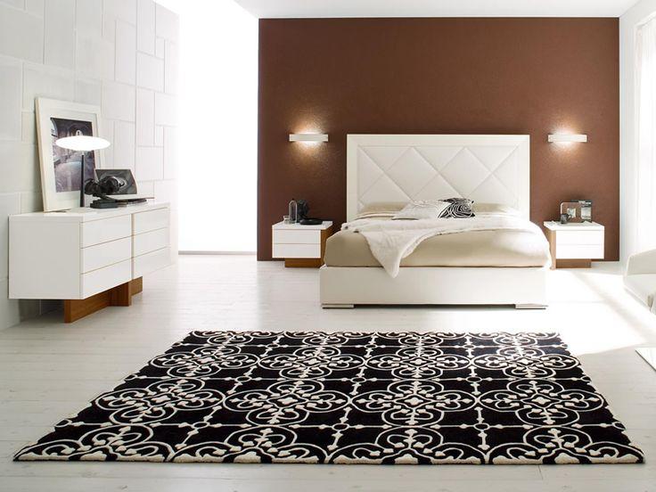 Tappeto Lace. Dimensioni: 170x 240 cm / 200x300 cm. Materiali: lana. Colori: nero/bianco. Prezzo listino: 1044.00 euro. www.calligaris.it/
