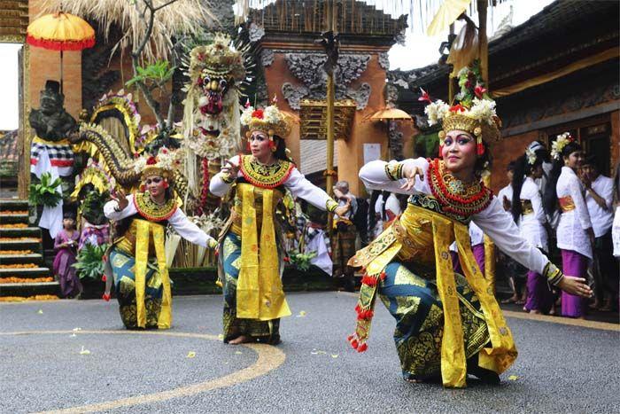 Dansvoorstelling op Bali. Rondreis - Vakantie - Indonesië - Bali - Ubud - Legong Dans