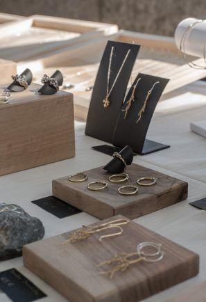 Marché de l'artisanat de Lyon, Laura Guitte Jewellery, jewellery display
