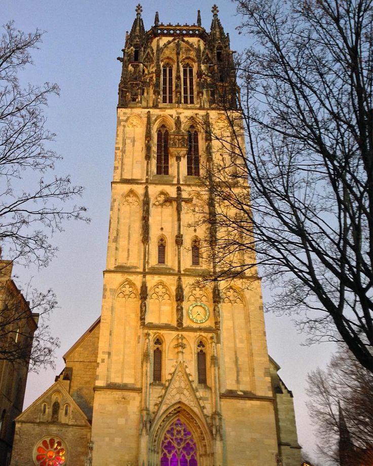 Überwasserkirche in #Münster, im #Advent. #ms4l #church #architecture #nrw #münsterland #germany #travel #historic #oldtown #exploremuenster #kirche #weihnachten #christmas