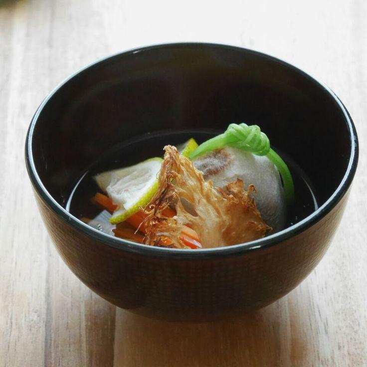 まちまちこ's dish photo 山形の山伏茸と焼き里芋のお椀 | http://snapdish.co #SnapDish #ベジタリアン #和食 #山形の料理 #お吸い物