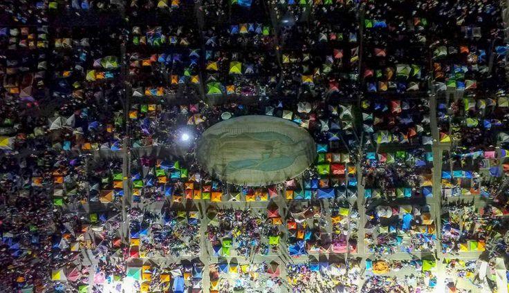 Le tende di migliaia di pellegrini a Città del Messico riuniti in occasione delle celebrazioni per la vergine di Guadalupe. - Mario Vazquez, Afp #fotografia #mexico