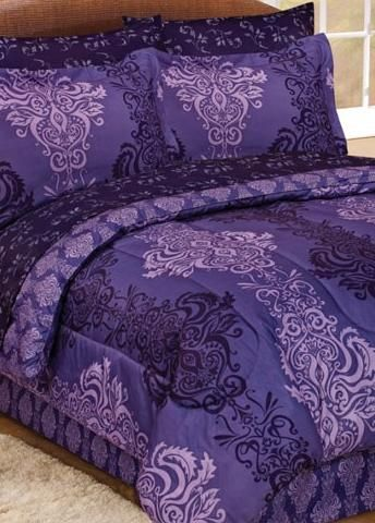 Decorate your guest room with this purple design bedding. #AnnasLienns #Bedding