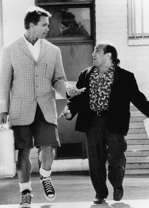 """Arnold Schwarzenegger and Danny DeVito in """"Twins"""" (1988)"""
