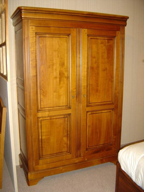 armoire louis philippe en merisier 2 portes en merisier massif rayons r glables en hauteur. Black Bedroom Furniture Sets. Home Design Ideas