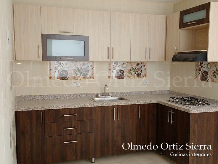 Cocina con estantes en tonos  naturales. Calidad. Diseño a la medidad. #cocinasintegrales #carpinteria #cocinasmadera #diseñococinas #remodelacionhogar