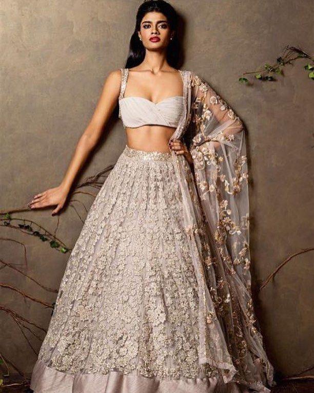 #shyamalbhumika #designerlehenga #indiandesigners #bollywooddesigners #designers #wedding #weddingphotography #indianwedding #indianbrides #bridalwear by bollywood_designers