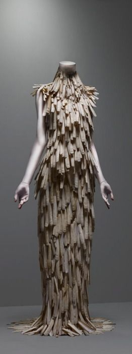 Alexander McQueen- All from Shells: Savages Beautiful, Alexander Mcqueen Dresses, Clams Shells, Alexandermcqueen, Art, Gowns, Razor Clams, The Dresses, Metropolitan Museums