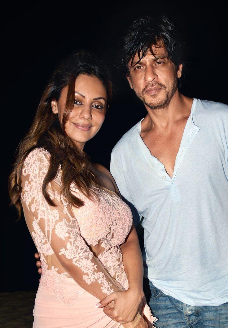 Shah Rukh Khan & Gauri Khan having a good time at #PlanetHollywoodGoa.  #PlanetHollywood #India #BeachResort #Goa