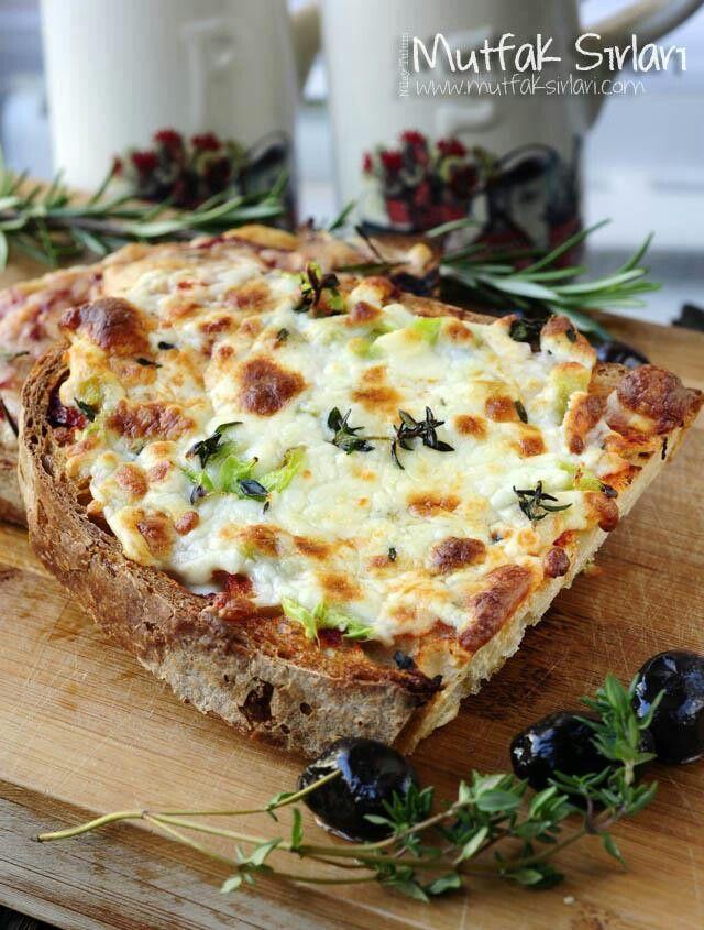 Sahur Önerisi: Çıtır Ekmek Dilimleri http://mutfaksirlari.com/citir-ekmek-dilimleri.html