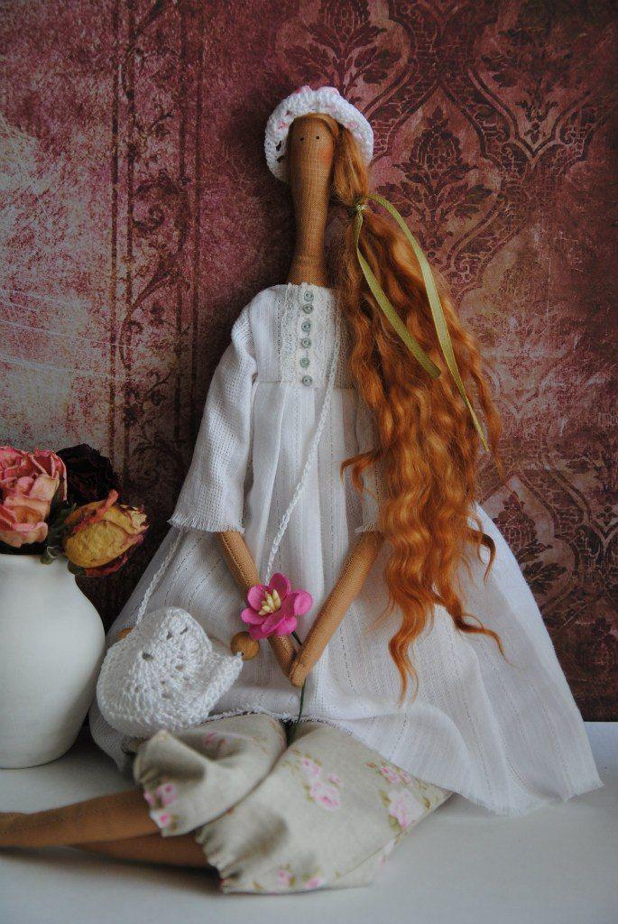 """Кукла в стиле """"Tilda""""..Моника. Романтичная,нежная особа,акцент на яркие рыжие волосы- натуральные кудряшки овечки Венслидей..Штанишки ткань """"Tilda"""",блуза-очень нежный и мягкий хлопок с мерешкой. Сумочка и шляпка связаны крючком .У Моники есть крылышки..Она Фея.."""