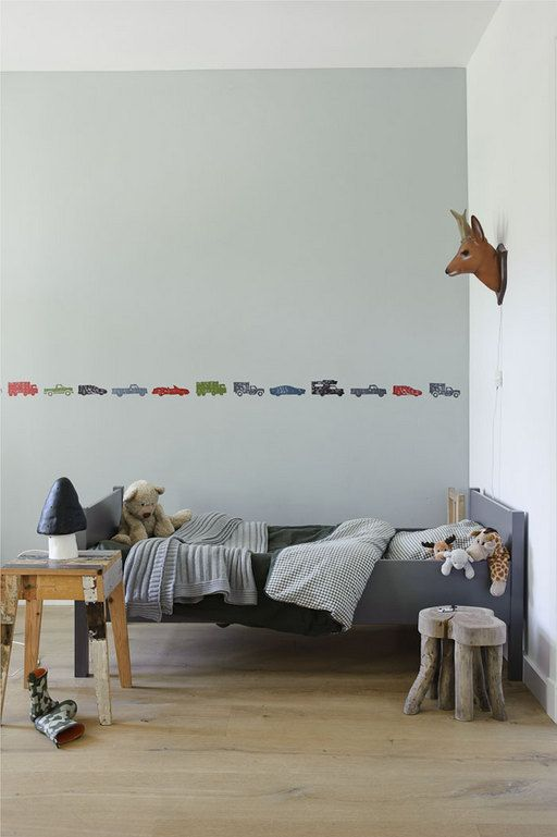 love this simplicity (and i like how the bed sits in the bed frame... not over it- holds the wee ones in)