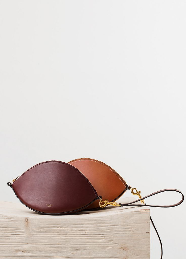 Spring / Summer Runway 2015 collections - Leather Accessories | CÉLINE CURVED DRAGONNE POUCH IN BURGUNDY NATURAL CALFSKIN NATURAL CALFSKIN AND LAMSKIN LINING 6.100 HKD