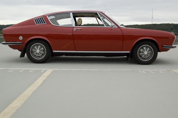 audi 100 coupé S from 1973 in red sideview
