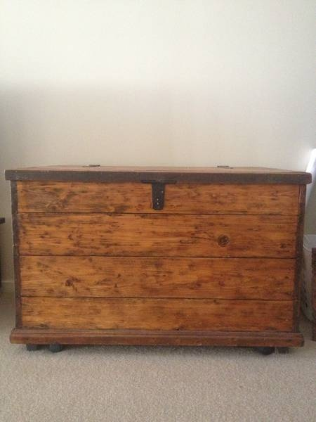 RUSTIC ANTIQUE VINTAGE WOODEN CHEST/storage/trunk/toy Box Upper Mount  Gravatt Brisbane