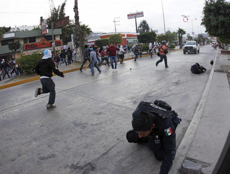 #YaMeCanse #Mexico #Ayotzinapa un gobierno asesino, un pueblo que se une! Lucha, sigue, comparte!