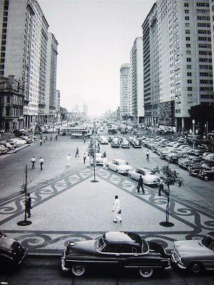 Antigos Verde Amarelo: Buick Av. Presidente Vargas, no Rio de Janeiro em 1953. Muita fartura de carros, com destaque para o Buickão estacionado em frente ao Hudson. Entre os estacionados à direita na foto, tem Citroen, Buick, Morris, Ford...